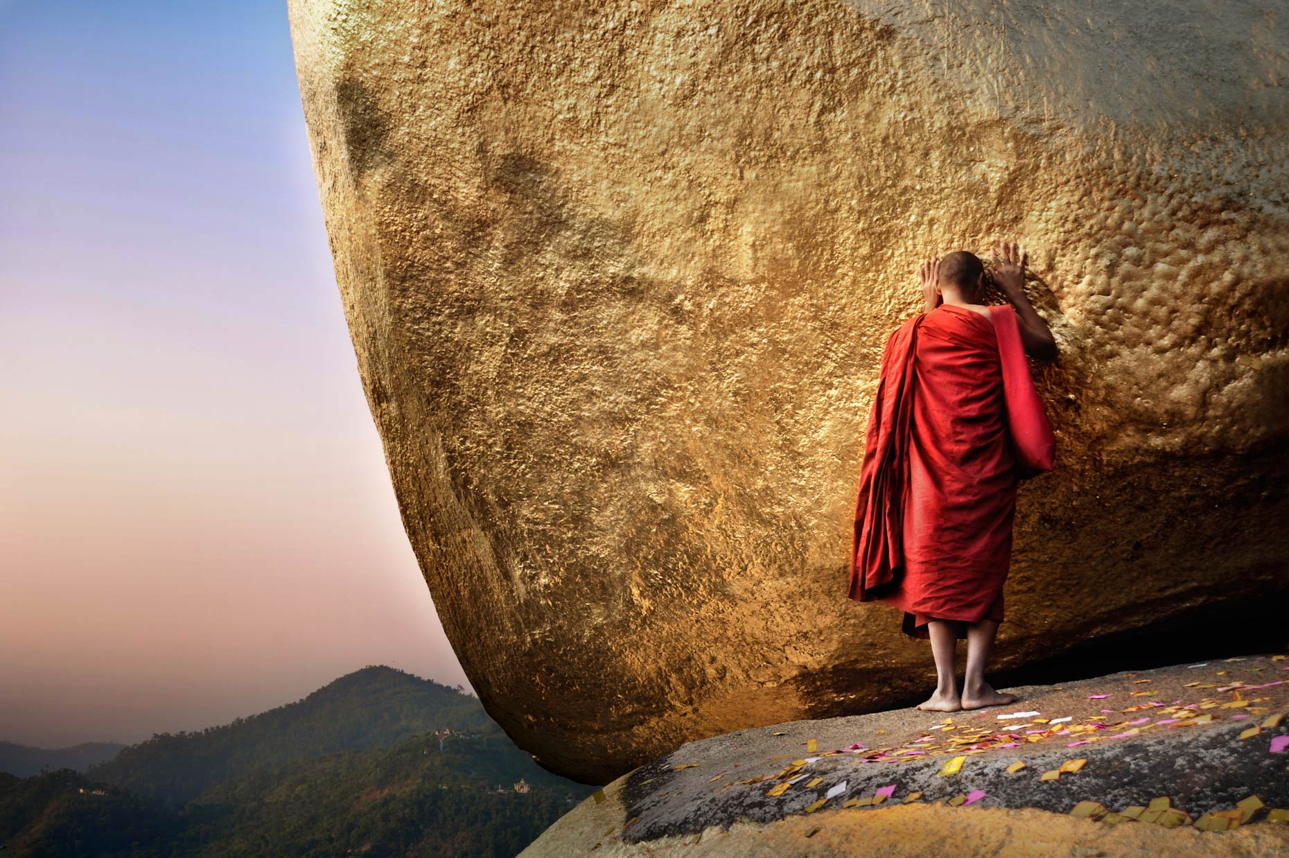 Burma Monk-at-Golden-Rock 11.jpg