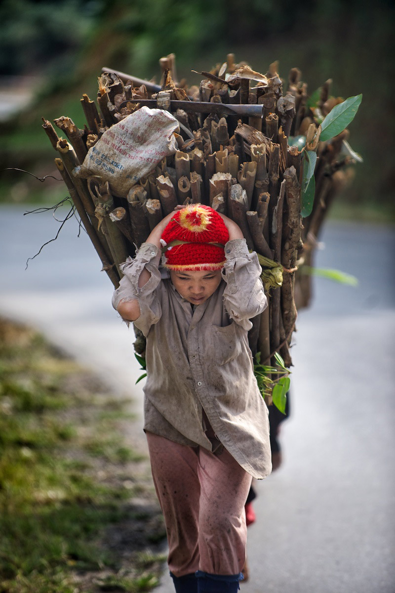 Ha-Giang-carrying-wood.jpg